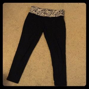 Black leggings with patterned waistband